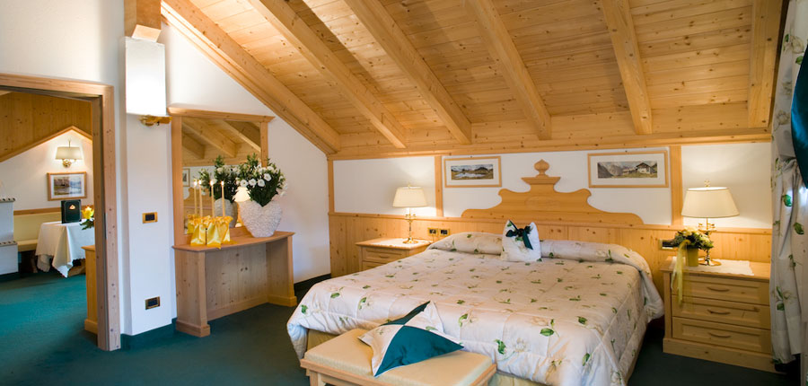 italy_dolomites_corvara_hotel _sassongher_superior_room2.jpg